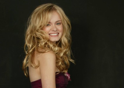 Sara Paxton Smile Dark Background Desktop Hd Wallpapers Sara Paxton
