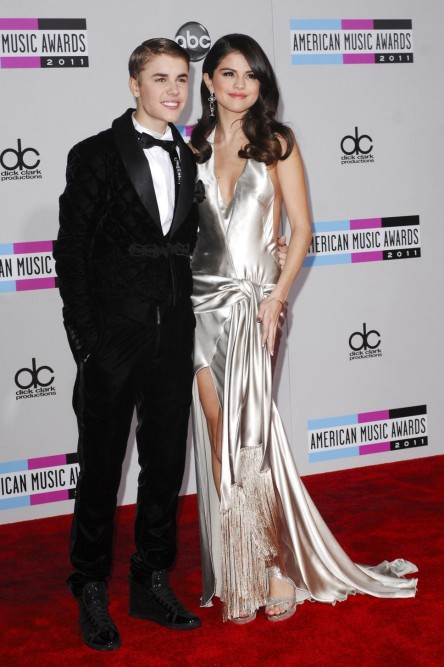 Selena Gomez And Justin Bieber Red Carpet American Music Awards Silver Dress Slit Tuxedo And Justin Bieber