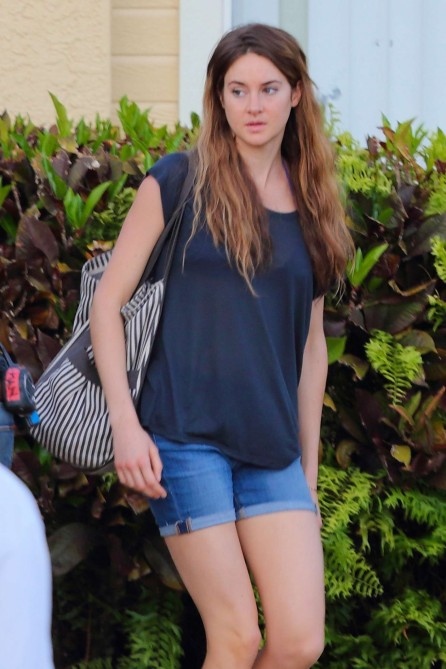 Shailene Woodley Hot In Shorts On The Set Of Snowden Shailene Woodley