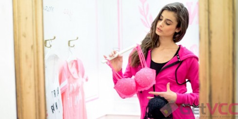 Year Old Taylor Hill Is The New Face Of Victorias Secret Victoria Secret