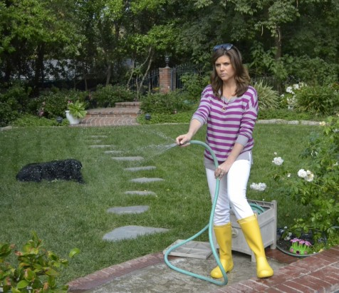 Tiffani Thiessen Wearing Crocs While Watering Her Yard Body