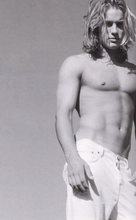 Travis Fimmel Calvin Klein Billboard London Calvin Klein Billboard Bf Large Wallpaper