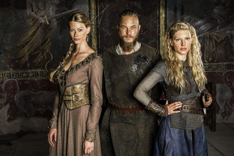 Vikings Princess Aslaug Alyssa Sutherland Ragnar Lothbrok Travis Fimmel And Lagertha Katheryn Winnick Body