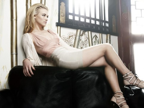 Showing Up In The Plex The Canyon And Nbc Chuck She Has Snowy Skin And Long Legs Can Be Such An Attarction Hd Yvonne Strahovski Wallpaper Chuck
